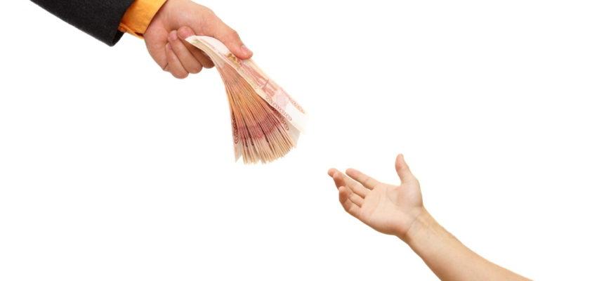 Sociální dávky (ty opakované) se vyplácí měsíčně. A to zpravidla po uplynutí měsíce, za který náleželi.
